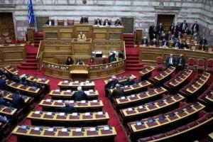 Ισχυρές κόντρες στη Βουλή για το ουδετερόθρησκο κράτος