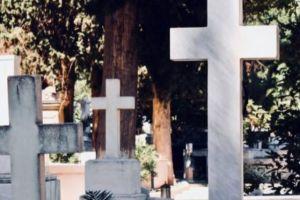Λεηλάτησαν τα μνήματα σε δυο νεκροταφεία στην Φθιώτιδα