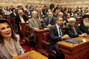 """Ο Αρχιεπίσκοπος με τον ΠτΔ και τον Πρωθυπουργό, στην παρουσίαση της Επιτροπής """"Ελλάδα 2021"""""""