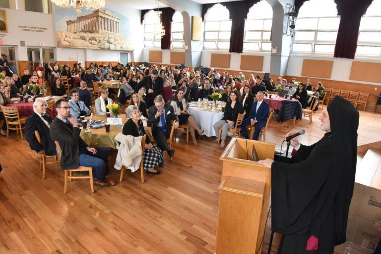 Αρχιεπίσκοπος Ελπιδοφόρος στους εκπαιδευτικούς: Δεν θα κλείνουν, αλλά θα ανοίγουν σχολεία