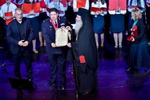 Τον Αρχηγό της ΕΛ.ΑΣ. τίμησε, μεταξύ άλλων, ο Σεβ. Μητρ. Πειραιώς στην μεγάλη συναυλία κατά της φτώχειας.