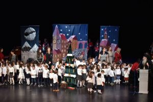 Με εξαιρετική επιτυχία η Χριστουγεννιάτικη Εκδήλωση του Παιδικού Σταθμού – Νηπιαγωγείου της Ι.Μ.Π. στο κατάμεστο Δημοτικό Θέατρο