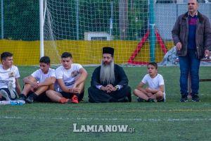 Ένας διαφορετικός Μητροπολίτης ο Σεβ. Φθιώτιδος: έπαιξε ποδόσφαιρο μαζί με τα παιδιά και κατέπληξε μικρούς και μεγάλους!