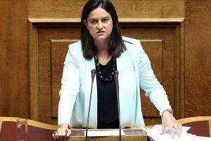Η ΠΕΘ επιρρίπτει σοβαρότατες ευθύνες στην υπουργό Παιδείας Νίκη Κεραμέως.