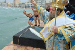 Αγιάστηκε και ο… Ηφαιστίωνας στο Λιμάνι της Χίου από τον Σεβ. Χίου Μάρκο