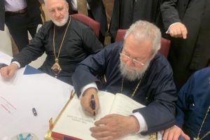 Ο Αρχιεπίσκοπος Αμερικής Ελπιδοφόρος υποδέχθηκε τον Αρχιεπίσκοπο Κύπρου Χρυσόστομο στις ΗΠΑ