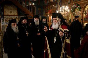 Ο Αρχιεπίσκοπος στον Ι. Ν. Τριών Ιεραρχών Πετραλώνων