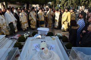 Mνημόσυνο για τον «Χριστόδουλό μας» στο Α' Κοιμητήριο Αθηνών
