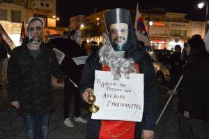 """Διαμαρτυρία στην κινητοποίηση του ΠΑΜΕ για τις απολύσεις στην """"Στέγη της Εκκλησίας"""" στην Καλαμάτα"""