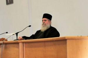 Ο Αρχιμ. Μάξιμος, Καθηγούμενος του της Μονής Αγ. Διονυσίου του εν Ολύμπω, εισηγητής στη σύναξη πνευματικών της Ι. Μητροπόλεως Εδέσσης