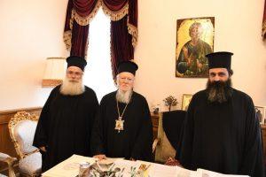 Ο Μητροπολίτης Ιεραπύτνης και Σητείας Κύριλλος, μαζί με το νέο Πρωτοσύγκελλό του, στο Φανάρι