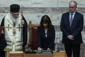 Ορκίστηκε η νέα ΠτΔ από τον Αρχιεπίσκοπο στο όνομα της Αγίας Τριάδος