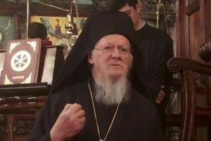Ο Οικουμενικός Πατριάρχης Βαρθολομαίος στον Ιερό Ναό Παμμεγίστων Ταξιαρχών του Μεγάλου Ρεύματος 15 Μαρτίου 2020.