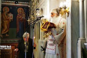 ΑρχιερατικήΘεία Λειτουργία στον εντελώς άδειο Ναό της Ευαγγελίστριας στο Ναύπλιο