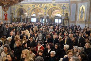 Οι εκκλησίες «γέμισαν» για τους Χαιρετισμούς, παρά τις κραυγές για τον Κορονοϊό