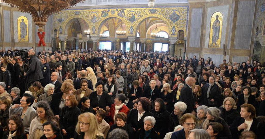 You are currently viewing Οι εκκλησίες «γέμισαν» για τους Χαιρετισμούς, παρά τις κραυγές για τον Κορονοϊό