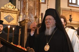 """Οικουμενικός Πατριάρχης: """"Ο Θεός, με τη δύναμη και την χάρη του Τιμίου και Ζωοποιού Σταυρού, να προστατεύει όλους τους ανθρώπους"""""""