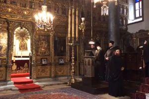 Ο Πατριάρχης μας ως αείποτε προσευχόμενος στον Κατανυκτικό Εσπερινό στην Κωνσταντινούπολη