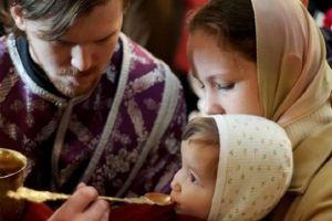 """Απαράδεκτη απόφαση- έκπτωση της Ορθόδοξης Εκκλησίας στη Ρουμανία: επιτρέπει στους πιστούς να """"αποφεύγουν"""" το κοινό κουτάλι της θείας μετάληψης !!"""