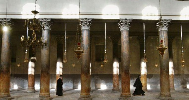 You are currently viewing Ο κορωνοϊός κλείνει την Βασιλική της Γεννήσεως στη Βηθλεέμ