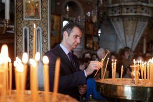 Συγκλονιστικός ο Μητσοτάκης για τον κορονοϊό: «Πήγα να ανάψω ένα κερί – Θα τα καταφέρουμε! »
