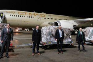 Κορωνοϊός: Εφτασαν στην Αθήνα 11 τόνοι υγειονομικό υλικό από τα Ηνωμένα Αραβικά Εμιράτα