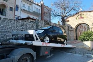 «Έμεινε» από αυτοκίνητο ο Μητροπολίτης Φθιώτιδας από τα πολλά χιλιόμετρα!