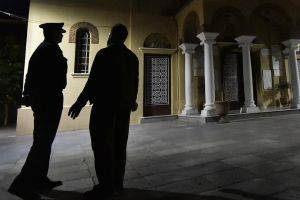 """""""Χειροπέδες"""" στην Ορθοδοξία: Αστυνομικοί με πολιτικά θα φυλάνε τις εκκλησίες"""