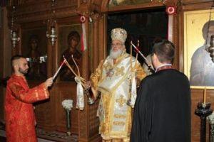 Πενθούντες και κλαίοντες ομού μετά του Σεβ. Μητροπολίτη Βρεσθένης στην Αγία Μαρίνα Ηλιουπόλεως