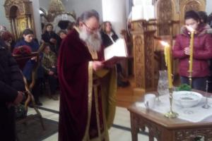 Συνέλαβαν τον π. Θεόδωρο Ζώη στην Ηγουμενίτσα γιατί άφησε πιστούς να προσκυνήσουν τον Επιτάφιο