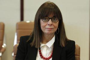 Η τρομάρα της ΠτΔ κ.Σακελλαροπούλου για το μήνυμα της 21ης Απριλίου και η «Απολογία» Στασινόπουλου- επίκαιρη όσο ποτέ