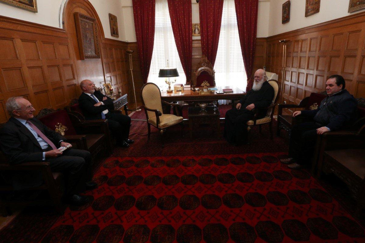 Στο πλευρό της Αρχιεπισκοπής για τους αστέγους η Τράπεζα Αττικής