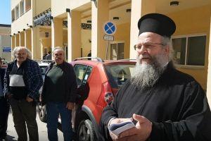 Ελεύθερος αλλά με πρόστιμο 5.000 ευρώ αφέθηκε ο π. Χριστόφορος Γουρλής