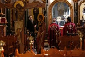 321 ιατροί στην Κύπρο ζητούν να ανοίξουν οι Εκκλησίες