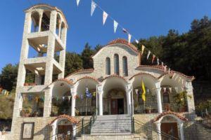 Απαγόρευση κυκλοφορίας – Ηγουμενίτσα: Προσαγωγή ιερά που άνοιξε ναό για να προσευχηθούν οι πιστοί