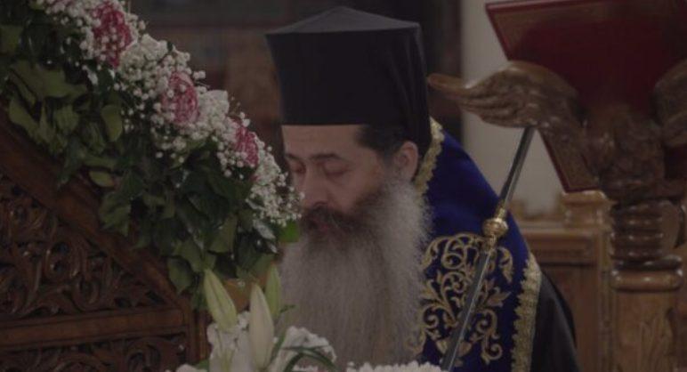 Ένδακρυς ο Φθιώτιδος Συμεών μπροστά στην εικόνα της Παναγίας