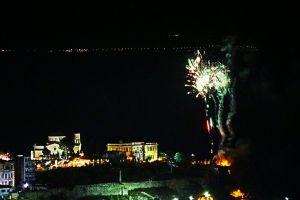 «Χριστός Ανέστη»! Οι Καβαλιώτες γιόρτασαν την Ανάσταση από μπαλκόνια και ταράτσες