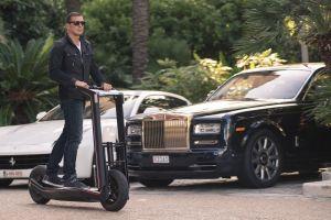 Η Rolls Royce και το πατίνι.