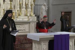 """Η Μητρόπολη Πειραιώς καταγγέλει : """"Φρικώδεις συμπροσευχές για τη «σωτηρία» από τον κορονοϊό"""""""
