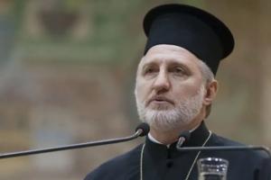 O tempora! O mores! Αρχιεπίσκοπος Ελπιδόφορος: Με εντολή του κουτάλια μιας χρήσεως για κάθε πιστό στη Θεία Κοινωνία