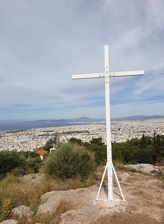 Τοποθετήθηκε ξανά ο Σταυρός στην Αγία Ειρήνη στους πρόποδες του Υμηττού απο τον Δημάρχο Ελληνικού – Αργυρούπολης κ. Γιάννη Κωνσταντάτο.