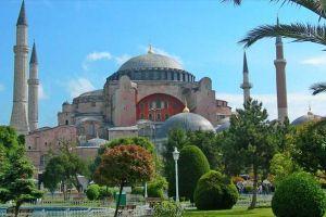 Τουρκική πρόκληση ανήμερα της επετείου της Αλώσεως: Προσευχή στην πλατεία της Αγιάς Σοφιάς