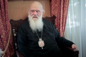 Ο Αρχιεπίσκοπος ξέρει τι γίνεται και τι λέει στο παρασκήνιο και ασφαλώς στο προσκήνιο!