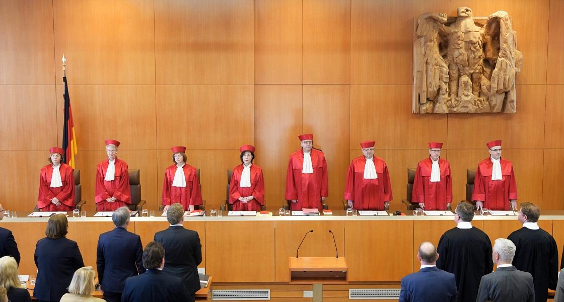 You are currently viewing Συνταγματικό Δικαστήριο Γερμανίας: Αντισυνταγματικοί οι περιορισμοί στη θρησκευτική λατρεία λόγω κορονοϊού