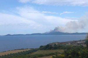 ΑΓΙΟΝ ΟΡΟΣ: Προσπάθειες να τεθεί υπό έλεγχο η πυρκαγιά