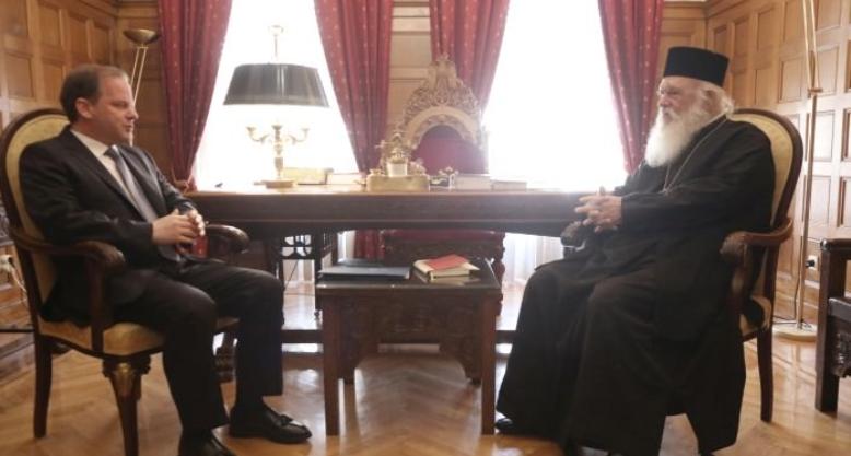 Στον Αρχιεπίσκοπο ο υπουργός Υποδομών Κώστας Καραμανλής