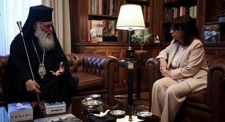 You are currently viewing Η πρώτη επίσκεψη του Αρχιεπισκόπου Ιερωνύμου στην Πρόεδρο της Δημοκρατίας – Θα ανταποδώσει η ΠτΔ πολύ σύντομα