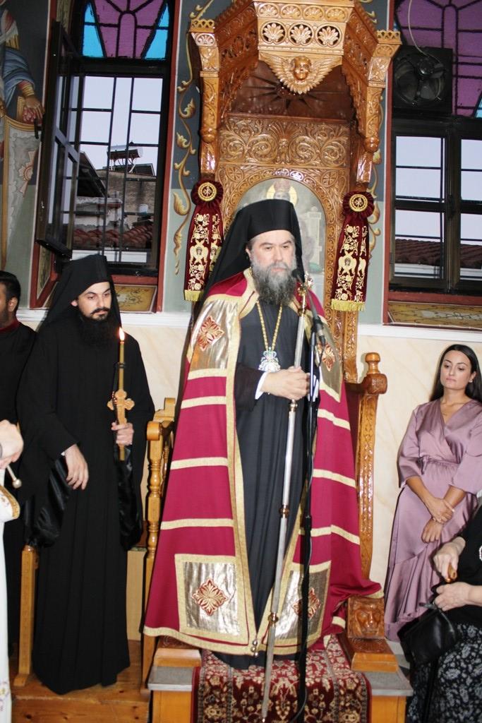 You are currently viewing Κουρά νέου Μοναχού στην Εκκλησία των Σερρών