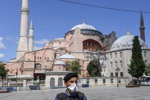 Αγιά Σοφιά: Η Τουρκία αποκλείει το κτήριο – Προετοιμασίες για μουσουλμανική προσευχή