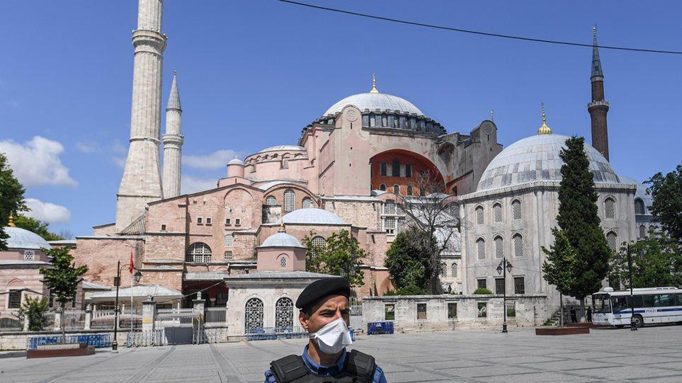 You are currently viewing Αγιά Σοφιά: Η Τουρκία αποκλείει το κτήριο – Προετοιμασίες για μουσουλμανική προσευχή